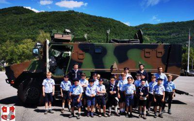 Les louveteaux de Chambéry visitent le 13e BCA